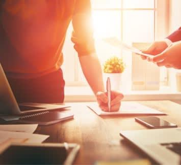 Instauré depuis 2009, le statut d'auto-entrepreneur permet de développer une activité à titre principal ou d'appoint.