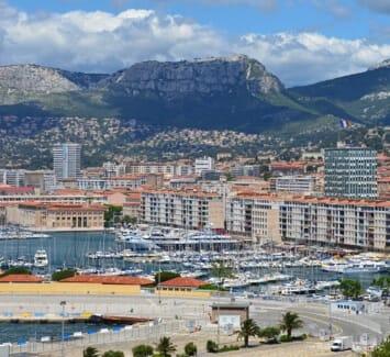 Domicilier votre entreprise à Toulon peut avoir un impact positif sur le développement de votre entreprise.