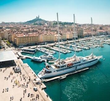 Domicilier son entreprise à Marseille présente quelques avantages.