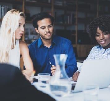 Il est impératif que l'entrepreneur respecte un délai spécifique entre les deux demandes d'ACRE.