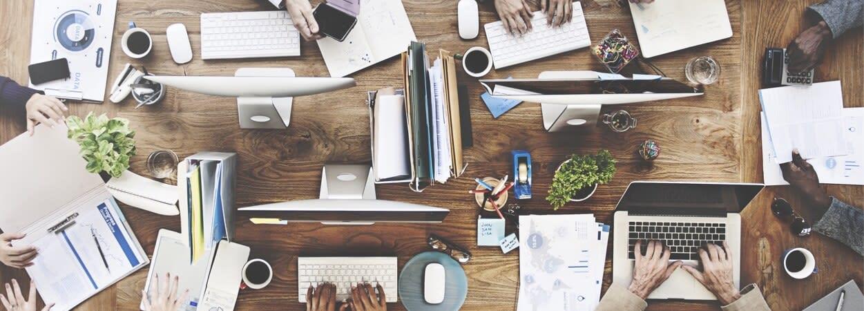 Un incubateur est une structure d'accueil d'entreprise ou de start-up.