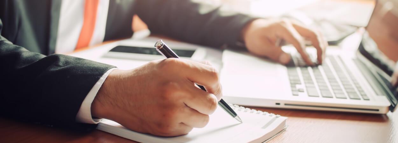 La fermeture d'une entreprise est souvent décidée par les associés pour cesser l'activité de la société.