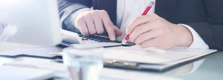 Les coûts réels des formalités juridiques auprès du Greffe du Tribunal de Commerce sont à prendre en compte.