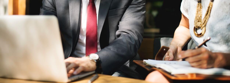 Une annonce légale renvoie à une formalité administrative obligatoire qu'il faut réaliser en cas de création d'une entreprise mais aussi dans le cadre d'un transfert de siège social.