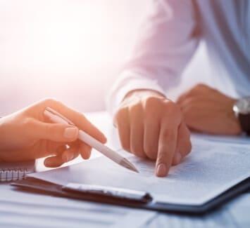 Le pacte d'associés est un acte juridique extra-statutaire permettant de préciser le contenu des statuts d'une société.