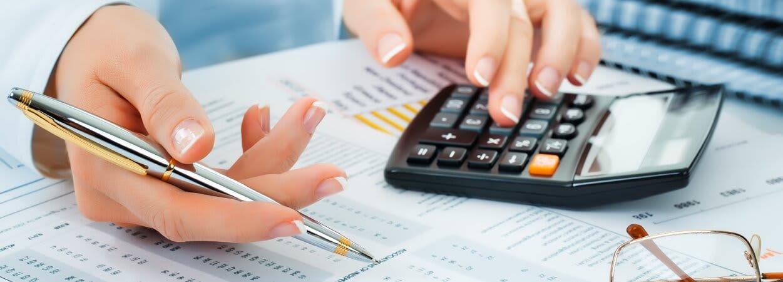 Création d'entreprise ou transfert de siège social : il est important de prendre en compte les rais légaux à payer.