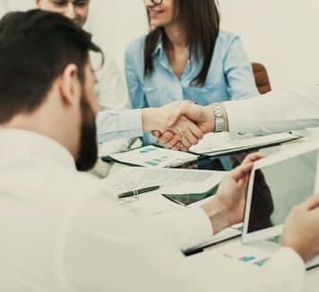 Les Conditions Générales de Vente ou CGV renvoient à l'intégralité des clauses encadrant les relations contractuelles entre des vendeurs et leurs clients.