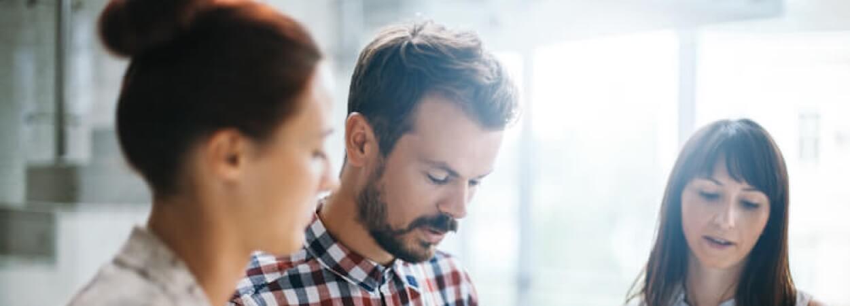 Créer son entreprise en nom propre ou en société : focus sur ces deux options.