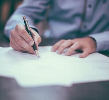 Le contrat de domiciliation est signé entre un domiciliataire (société de domiciliation) et un domicilié (le client).