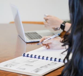 Transférer le siège social d'une SASU nécessite une modification de ses statuts, engendrant plusieurs coûts.