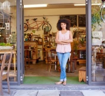 Deux statuts sont régulièrement adoptés par les travailleurs indépendants : la SASU et la micro-entreprise.