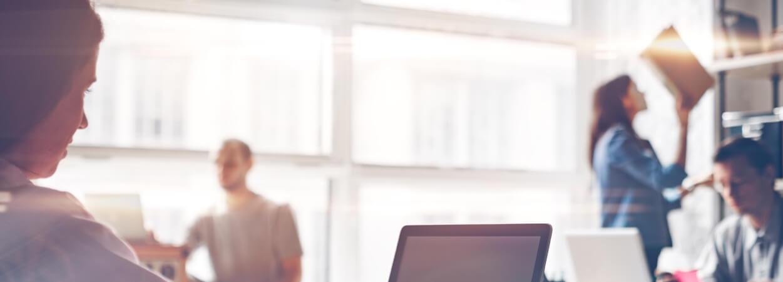 SeDomicilier vous aide à opter pour la bonne solution afin de débuter votre activité de freelance sereinement !
