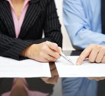 Dissoudre et liquider une SCI est un acte juridique courant qui nécessite une certaine connaissance des procédures en vigueur.