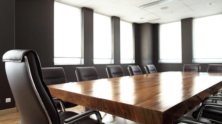 Des salles de réunion modernes et équipées pour accueillir vos clients.