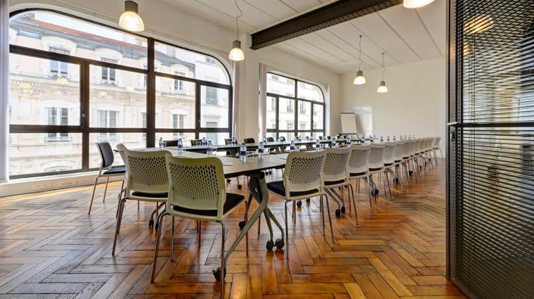 Des salles de réunion équipées afin de recevoir vos futurs clients et partenaires.