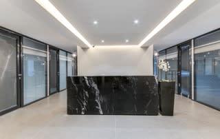 Un centre d'affaires moderne et équipé pour votre entreprise.