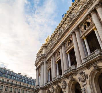 Il est possible de domicilier l'adresse de siège social de son entreprise partout en France, mais le 2ème arrondissement de Paris possède de nombreux avantages !