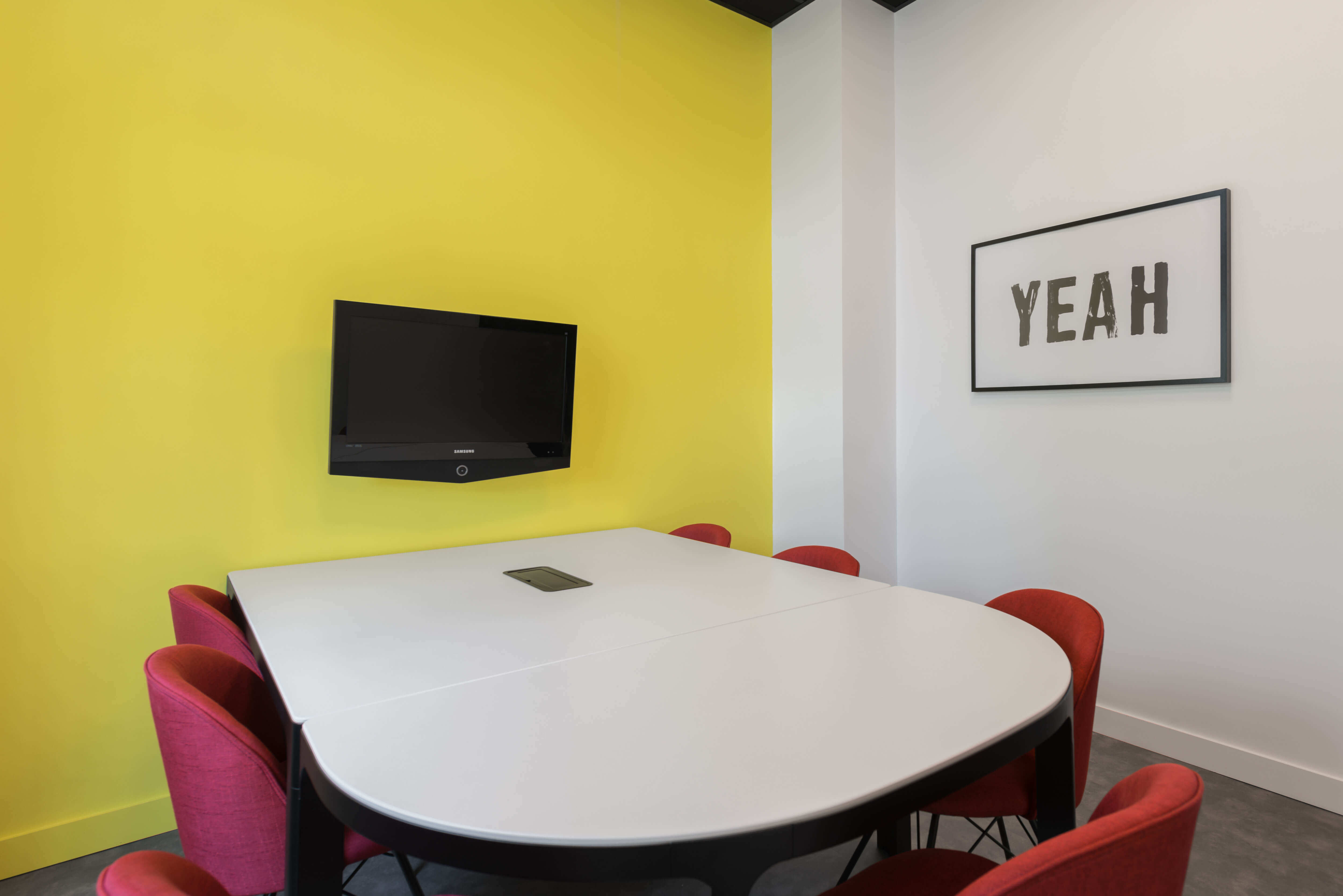 Des salles de réunion sont à accessibles depuis l'espace client de votre contrat de domiciliation.