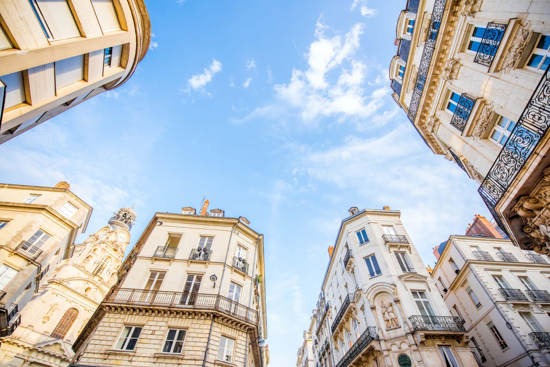 Implantez votre siège social à Nantes en quelques clics.