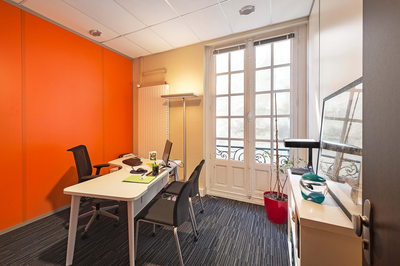 Des salles de réunion équipées sont disponibles pour vos rendez-vous.