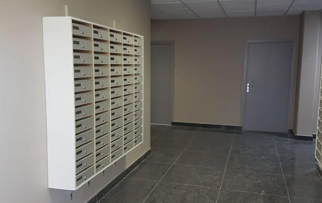 Notre centre d'affaires réceptionne votre courrier quotidiennement et vous le redistribue selon vos options.