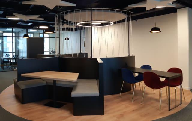 Ce magnifique centre d'affaires vous reçoit toute la semaine sur ses horaires d'ouvertures.