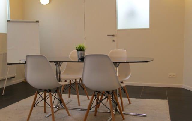 Des salles de réunion à réserver pour recevoir vos clients.