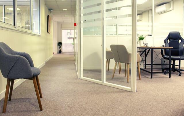 Réservez des salles de réunions pour rencontrer partenaires ou clients.