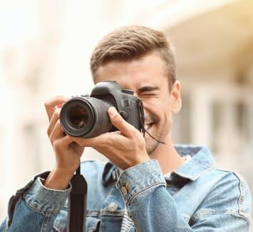 Être passionné par la photographie peut revenir cher, découvrez comment couvrir vos frais en vendant vos photos.