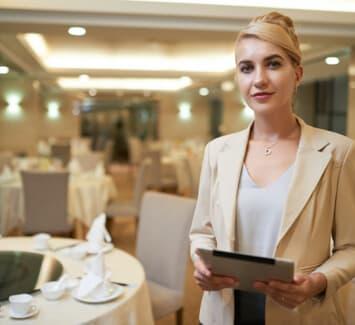 En devenant organisateur de mariages il faut savoir comment faire plaisir à ses clients mais aussi à soi-même.
