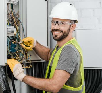 Le métier d'électricien permet de réaliser de nombreuses tâches diversifiées