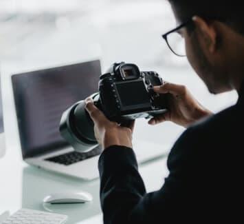 Différentes formations sont recommandées afin d'atteindre un niveau de compétences reconnu en photographie