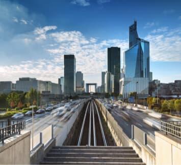 Nanterre compte déjà de nombreuses grandes entreprises grâce à son quartier de La Défense.