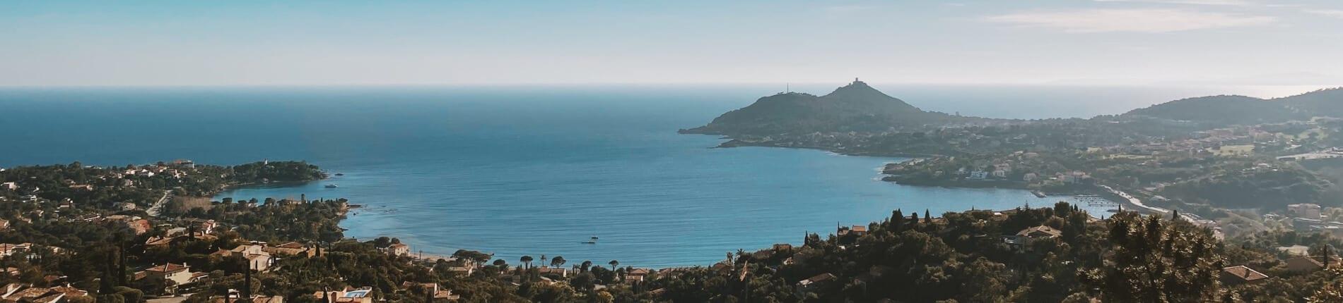 Implantez votre siège social à coté de la Méditerranée grâce à la domiciliation à Saint-Raphaël.