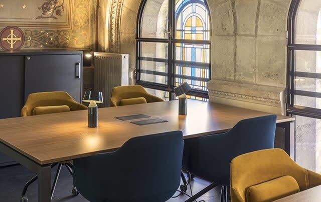 Des salles de réunion équipées pour accueillir vos clients.
