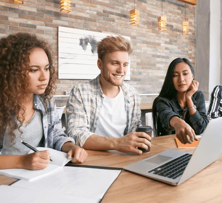 Auto-entrepreneur et étudiant : peut-on cumuler ces deux statuts ?