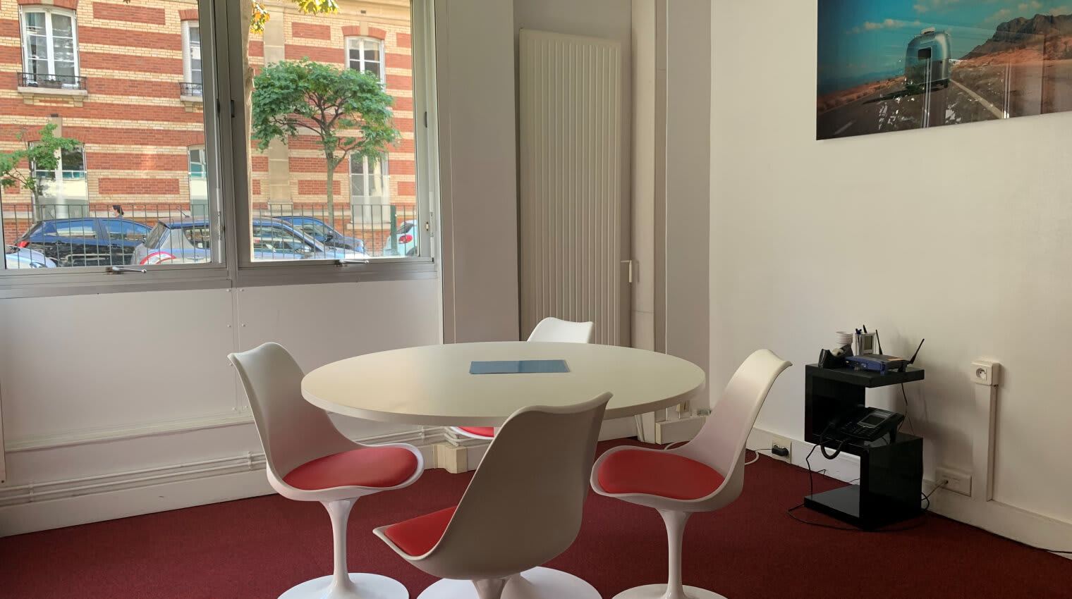 Profitez du bureaux modernes pour vous concentrer sur votre projet.