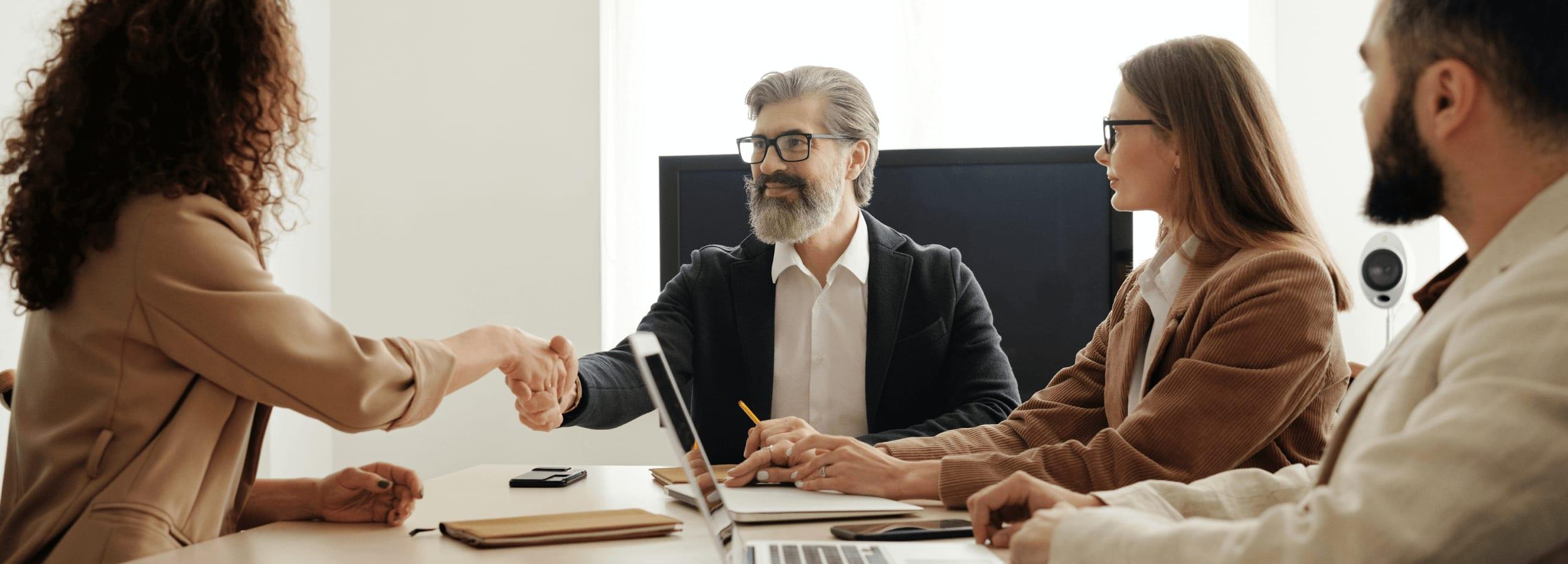 Association : la procédure complète pour embaucher un salarié.
