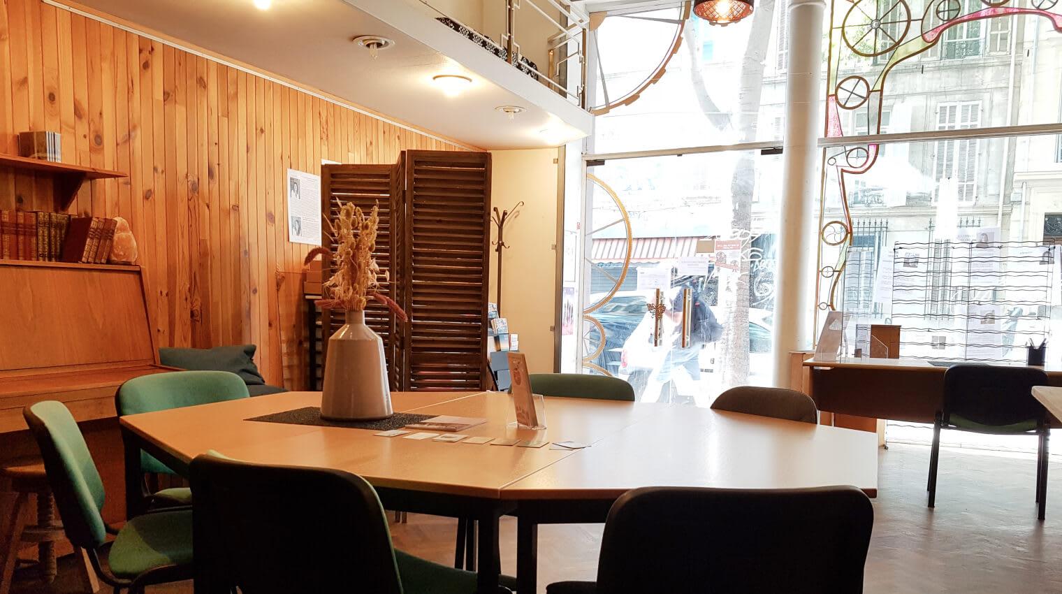 Des salles de réunion spacieuses pour vos rendez-vous professionnels.