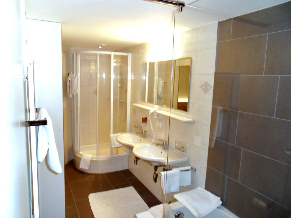 Beispiel Badezimmer im großen Familienzimmer