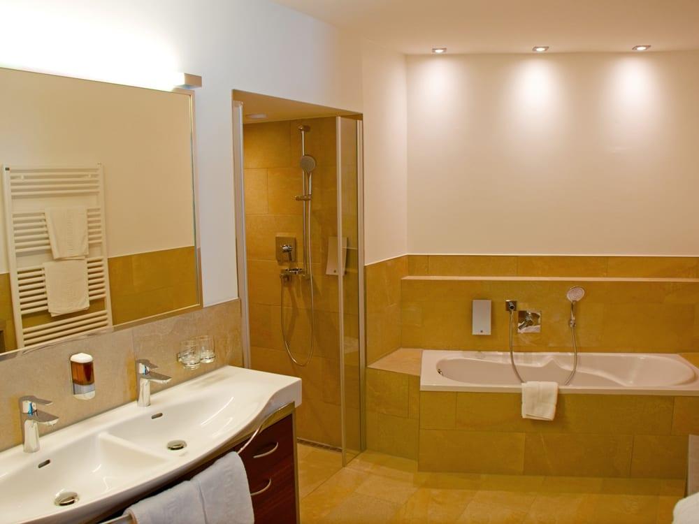 Beispiel Badezimmer Komfort DZ mit Badewanne