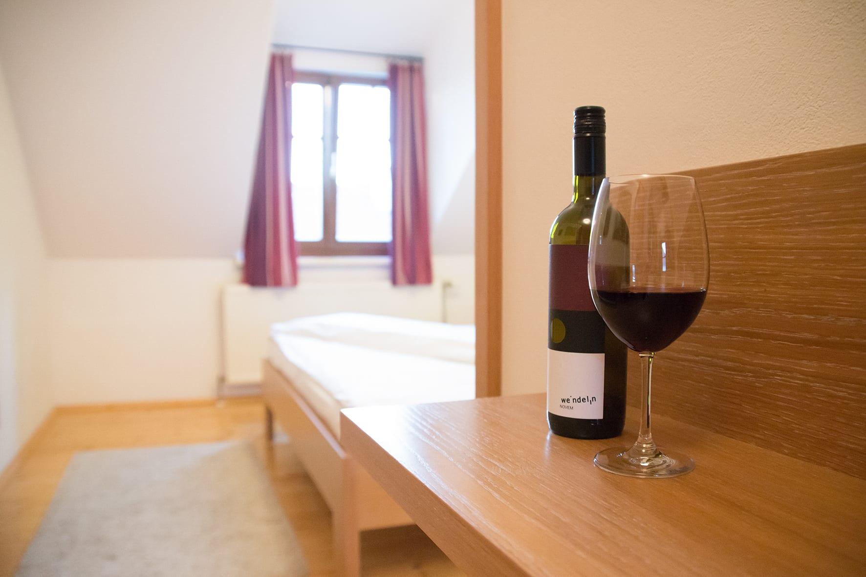 Eine Flasche Wein genießen und abschalten