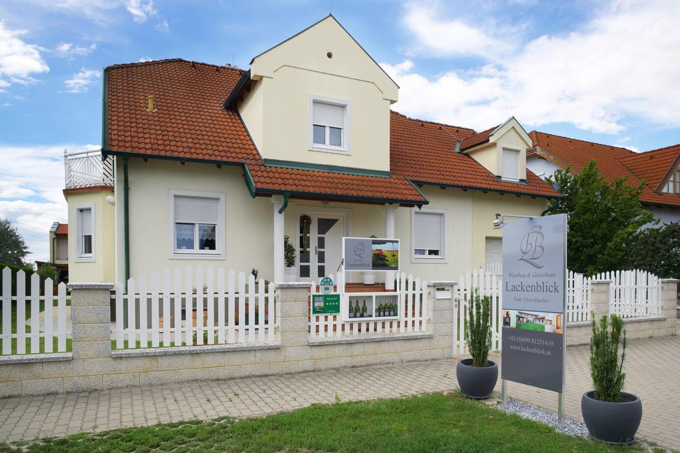 Gästehaus u. Weinbau Lackenblick