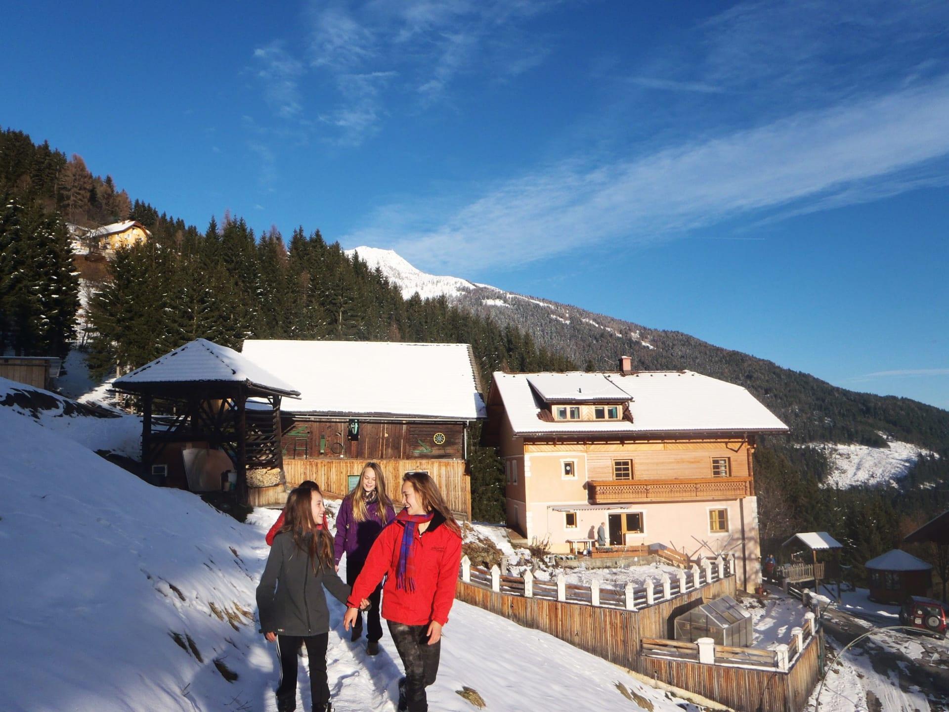 Winterspass für große Schneemengen empfehlen wir Schneeschuhwandern!