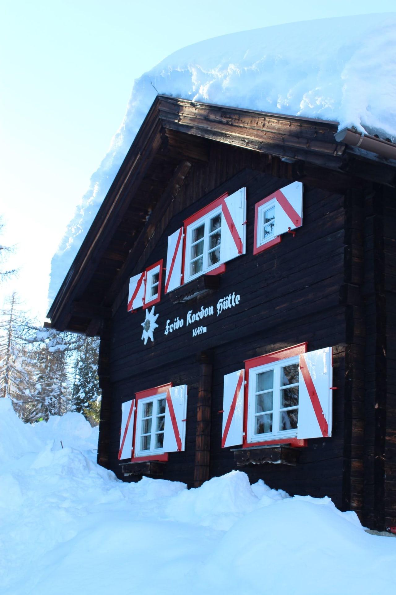 die Frido Kordon Hütte im Winter