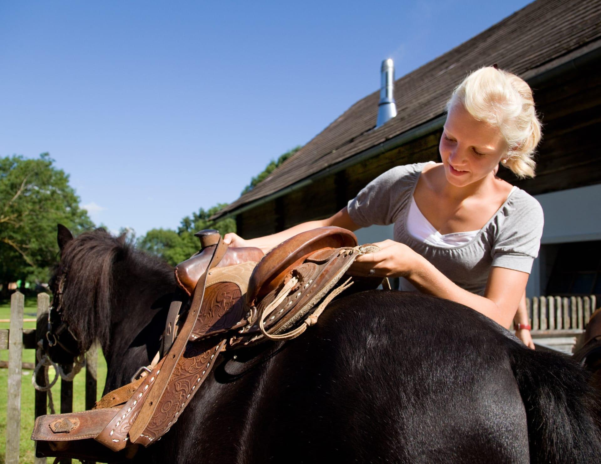 Ponyreiten mit Susi und Lisa