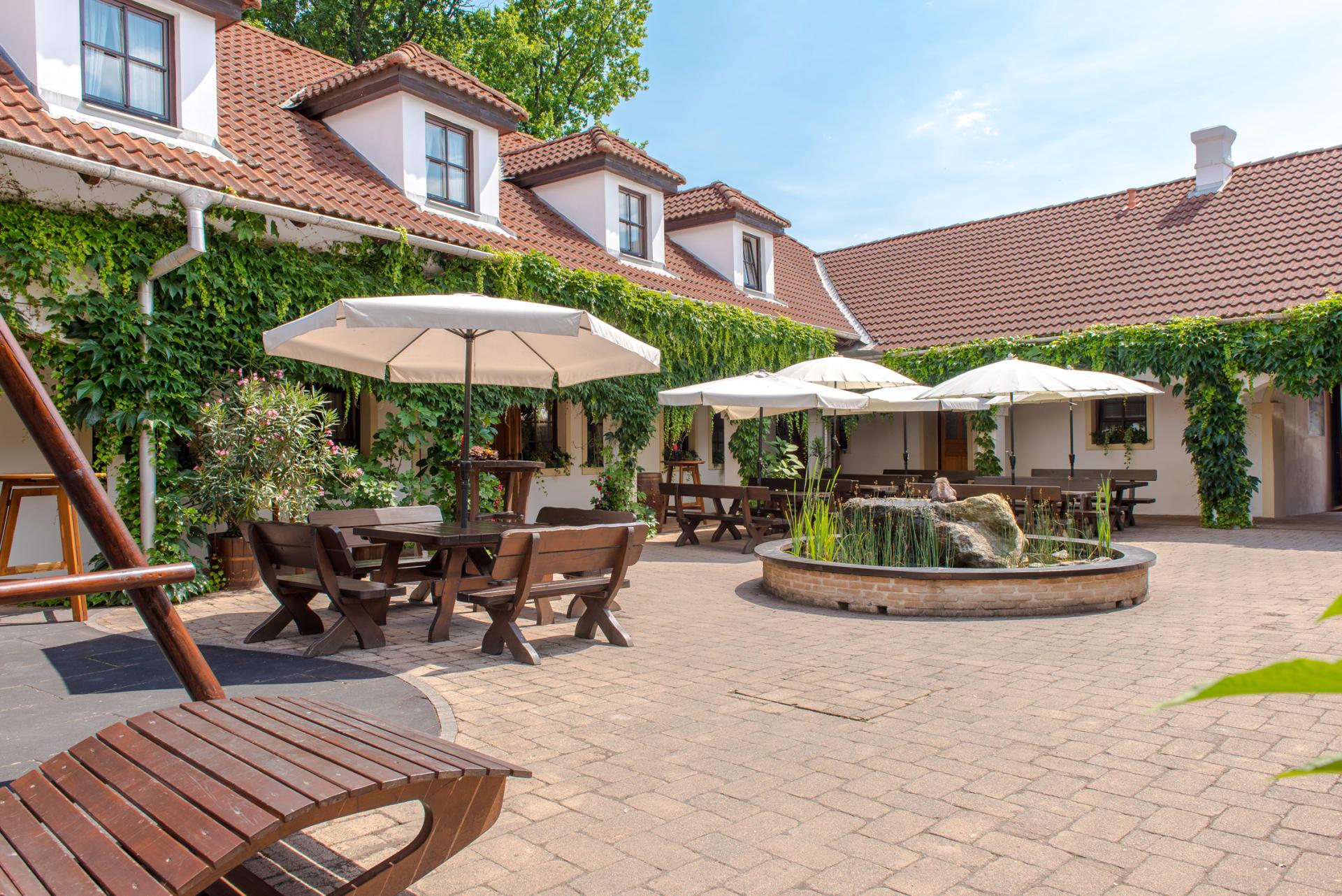Heuriger und Gästezimmer Weingut Burger - Arkadenhof