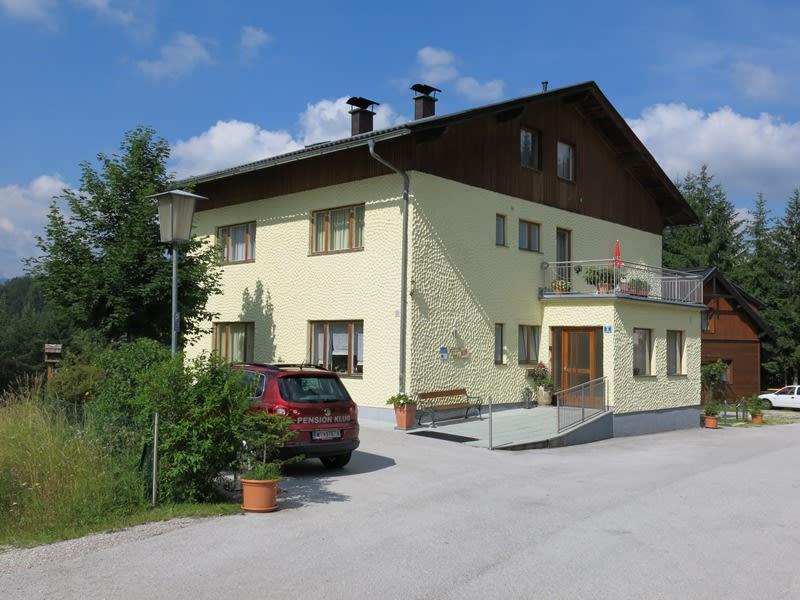 Pension Klug - Strassenansicht