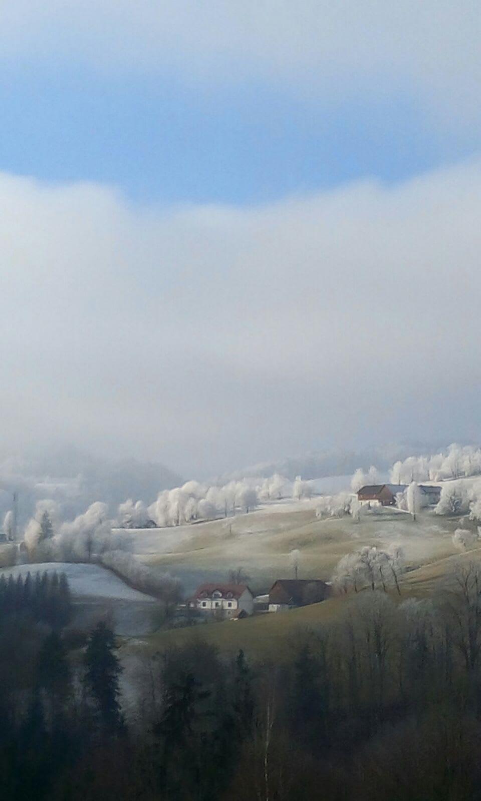 Malerisch eingebettet ist unser Hof bei wunderschönem Witterwetter