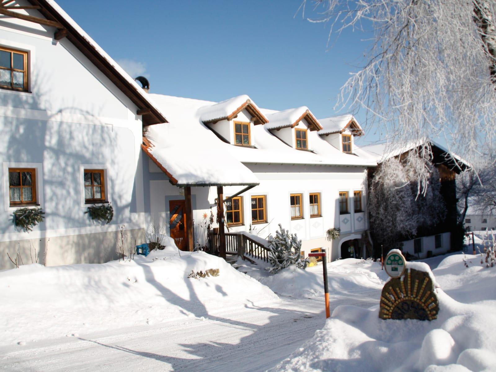 Biohof Besenbäck - winterliches Haus